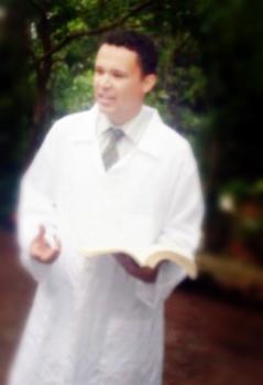Pastor Ricardo no dia do grande Batismo